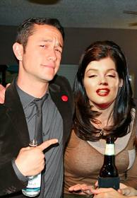 Create this photomontage with Joseph Gordon-Levitt and you will be next to him