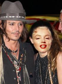 Photomontage with Johnny Depp to get a picture with him and write some text on it online.