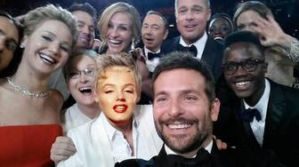Photomontage of the famous selfie of the Oscars to do with your photo