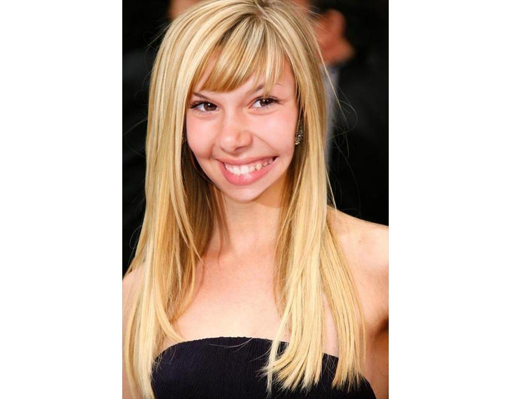 Photomontage to change your hairstyle online and being blonde long hair