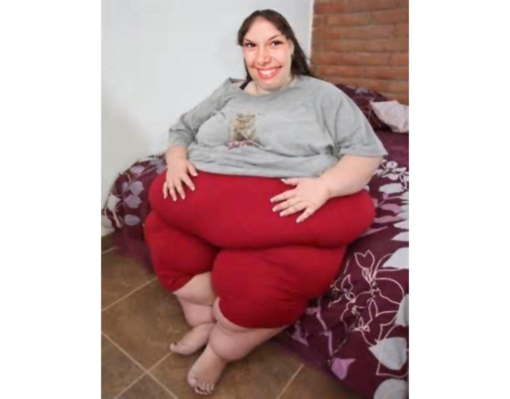 Become in a very fat woman with this funny photomontage